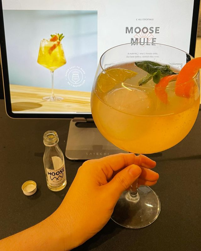 Cocktail o'clock 🍹 with @themoosedrink - Moose Mule 🙌 cheers to the long weekend!  #moose #moosemule #cocktail #cocktailsofinstagram #cocktailrecipes #recipe #longweekend #goodvibes #evening #dinner #aperitivo #aperitif #cocktailhour #london